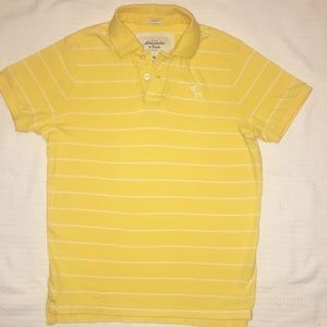 A&F men's yellow muscle polo. Soft material.